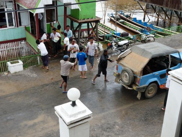 """Birmanie - Village de Nyaungshwe : La """"Fête de l'eau"""""""