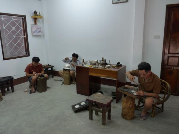 Nord Laos - Luang Prabang : Fabrique artisanale de bijoux