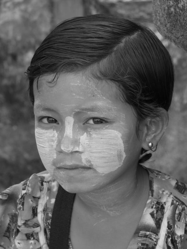 Birmanie - Bagan : Petite vendeuse