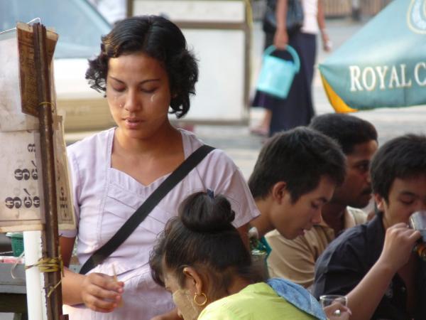 Birmanie - Rangoon : Thanaka