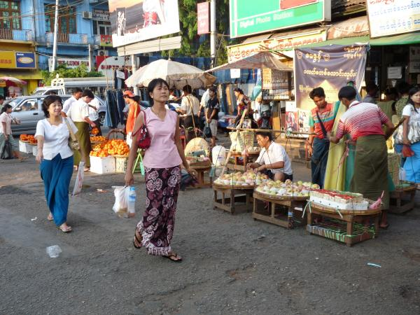 Birmanie - Rangoon : Sarong