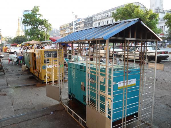 Birmanie - Rangoon : Générateurs