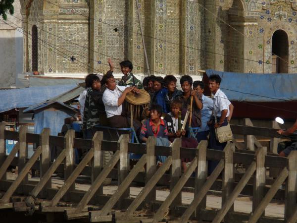 Birmanie - Village de Nyaungshwe : La Fête de l'eau