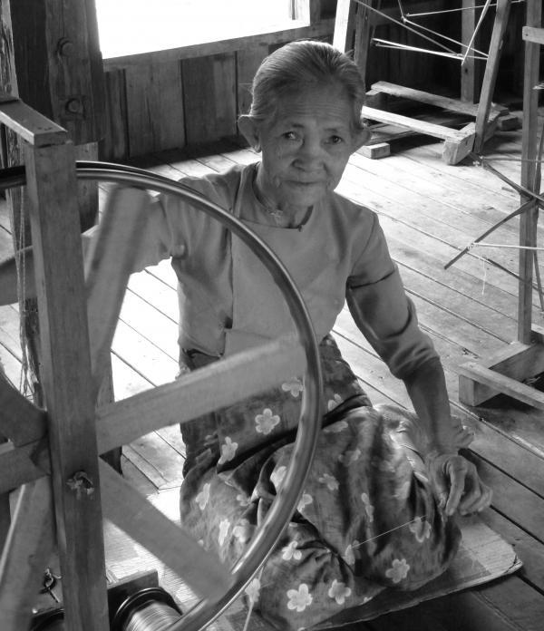 Birmanie - Lac Inle : Atelier de tissage
