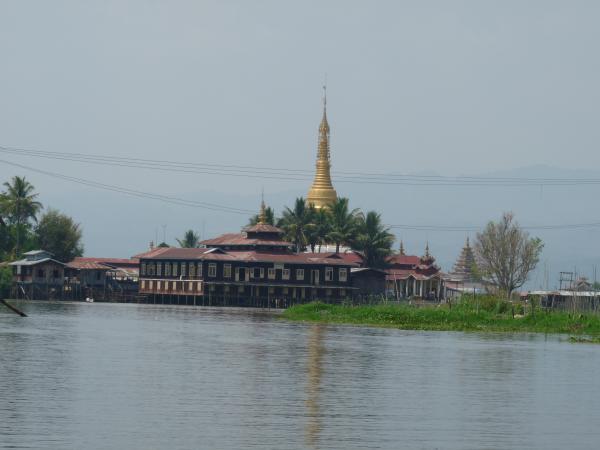 Birmanie - Lac Inle : Pagode Phaung-Daw U