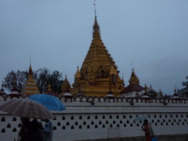 Birmanie - Village de Nyaungshwe : La Pagode Yatamamanaug