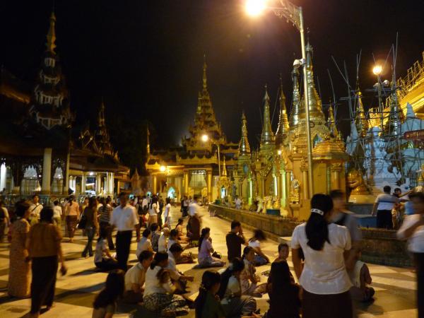 Birmanie - Rangoon : La pagode Shwedagon